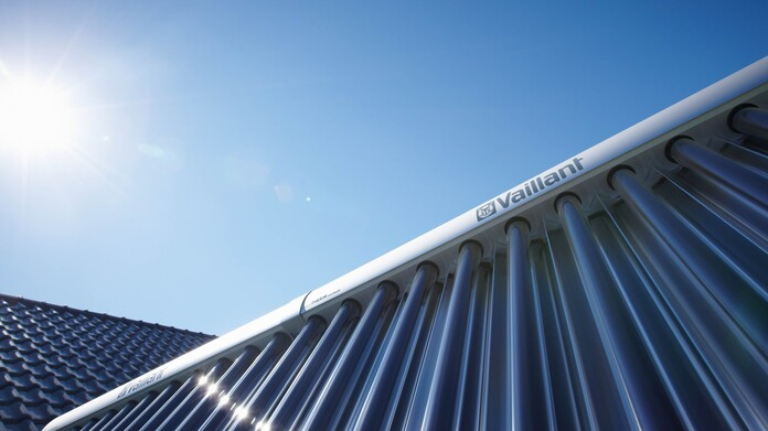 //www.vaillant.si/media-master/global-media/vaillant/product-pictures/scene/solar12-3476-01-38612-format-16-9@696@desktop.jpg